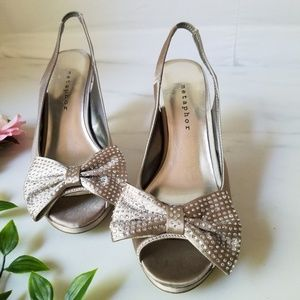 Metaphor bow embellished heels